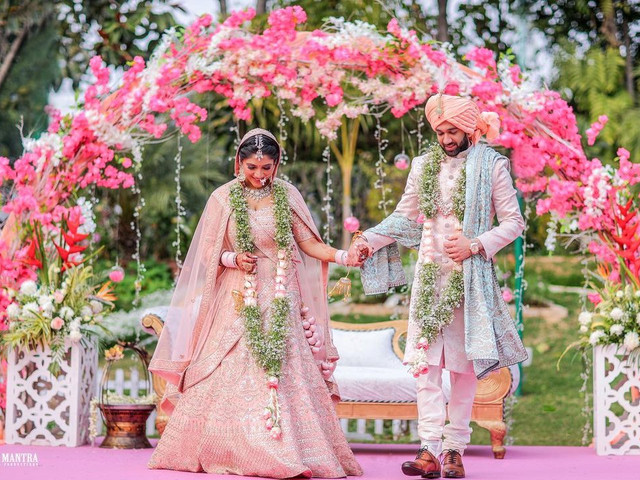 43+ Colour Coordinated Outfit Trends for the Bride & Groom