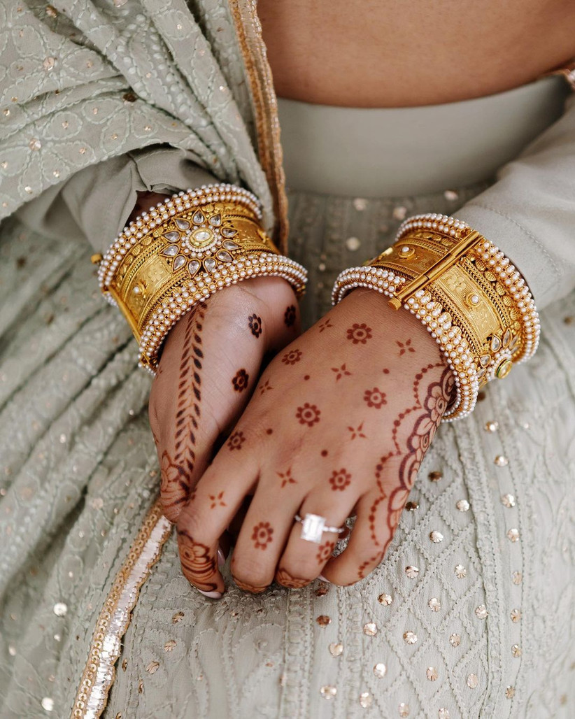 Simple Mehndi Design with Scattered Flowers