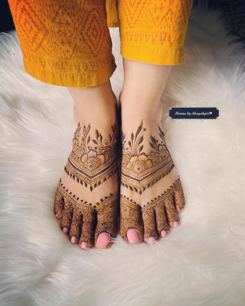 Simple Arabic Mehndi Photo for Feet