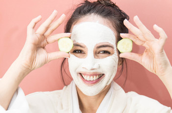 6 Quick & Easy Home Remedies for Glowing Face Before the D-day