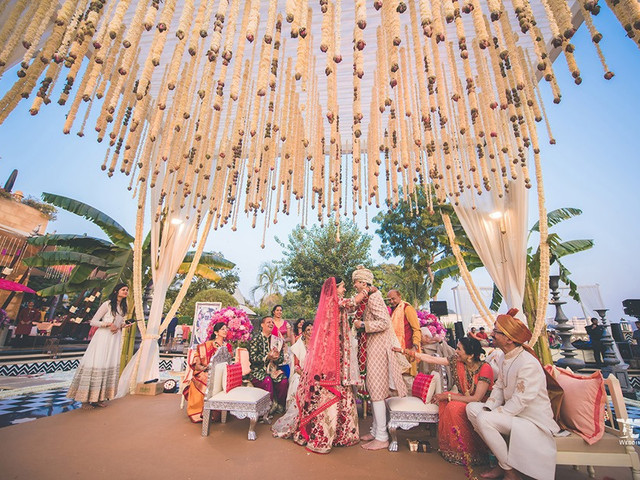 Looking for a Perfect Mandapam Decoration Idea? Well, Your Search Ends Here!