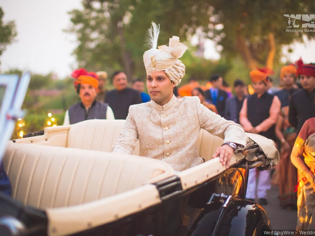 Your Quick Guide to Booking a Wedding Car Rental Service Smartly