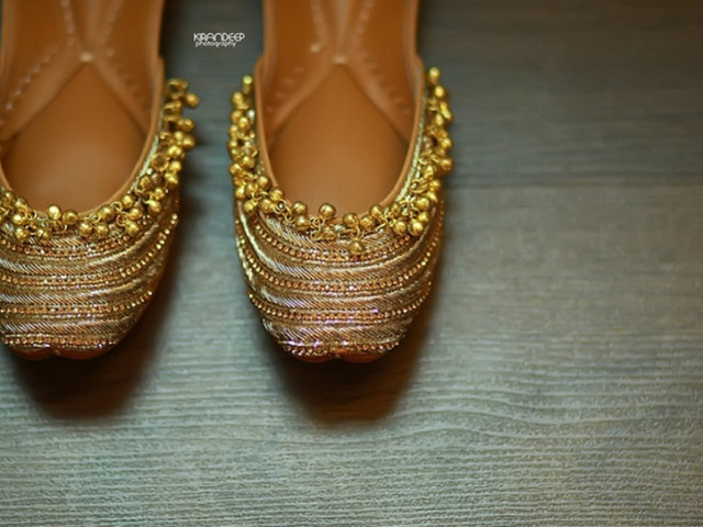 10 Ladies Juti Designs to Add to Your Perfect Pre-wedding Look