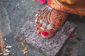 Exquisite Toe Ring Designs to Steal the Millennial Bride's Heart