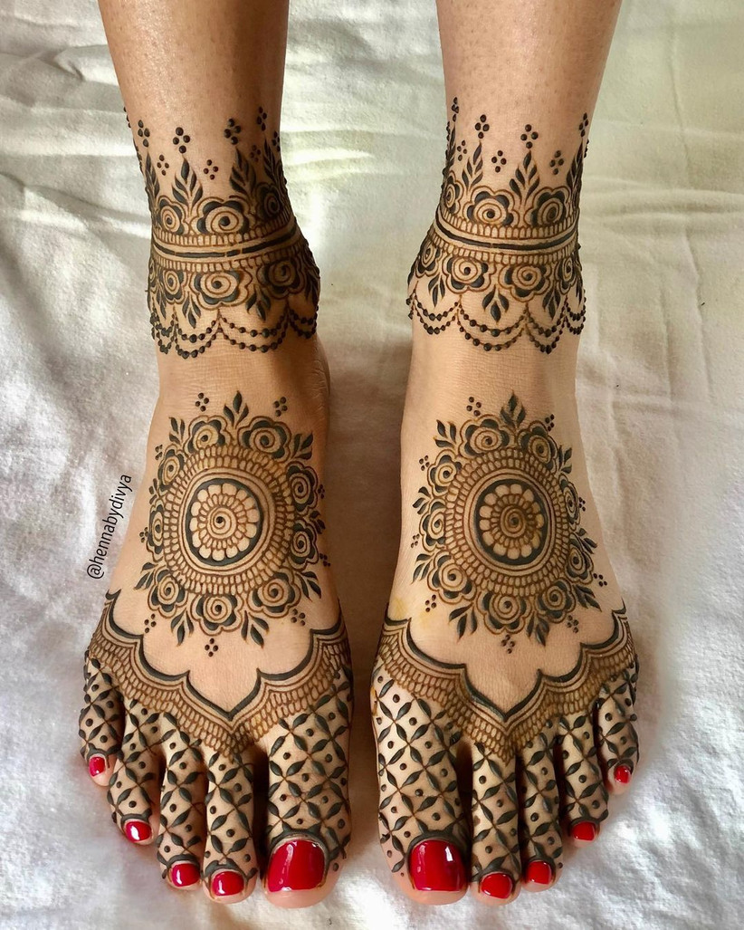 Simple Mandala Leg Mehendi Design