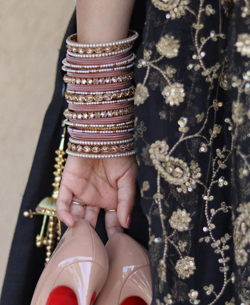 Pastel coloured chura design for the bride