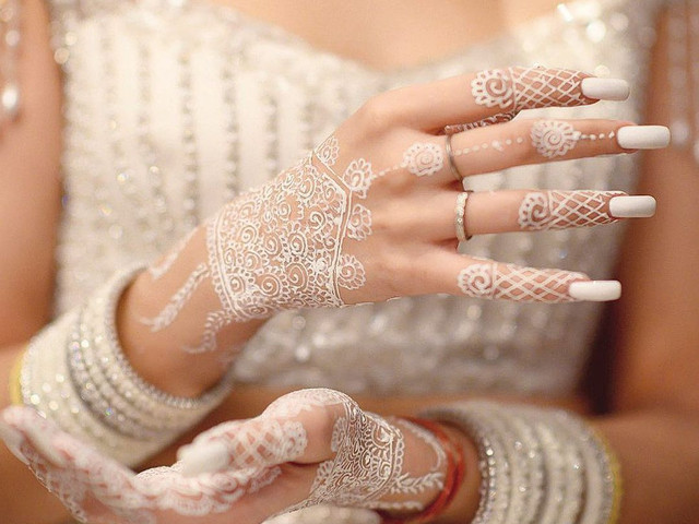 Breathtaking White Henna Designs That Would Steal Your Heart