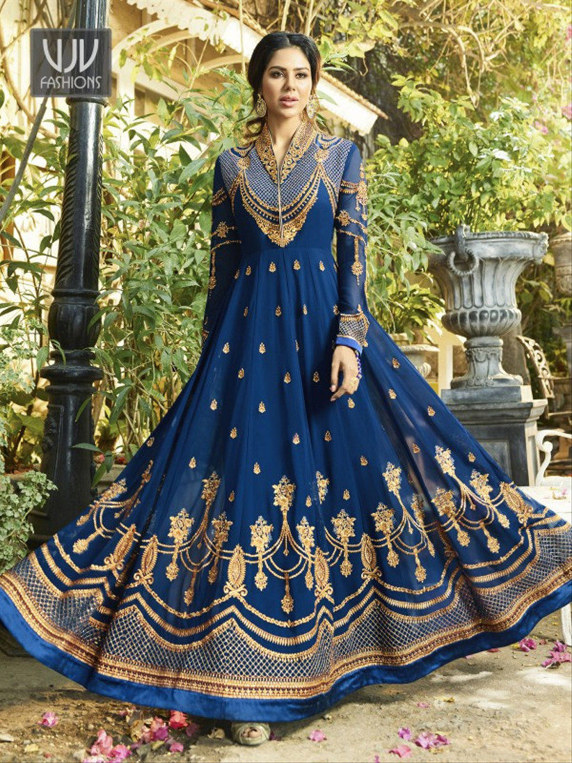 5e19c737cd 5 Latest Wedding Dresses To Add A Twist To Your Traditional Nikah ...