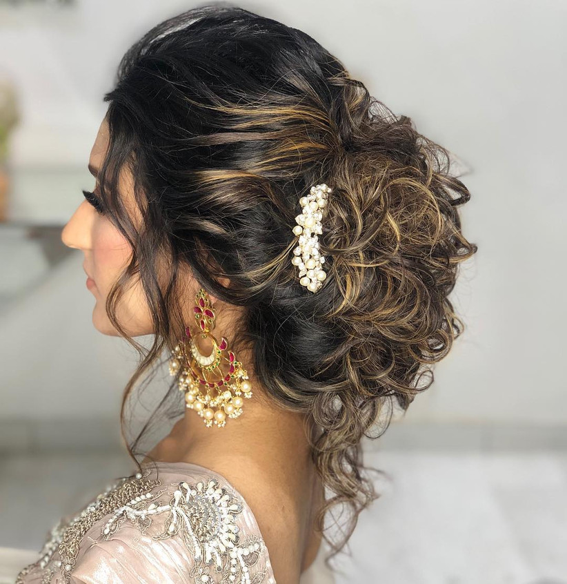 7 Stunning Hairstyle For Party In Saree For Women With Medium Length