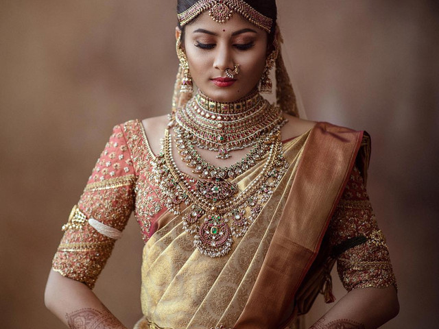 7 Plain Saree With Heavy Work Blouse Designs That Work Perfectly If You're The Bride's BFF!