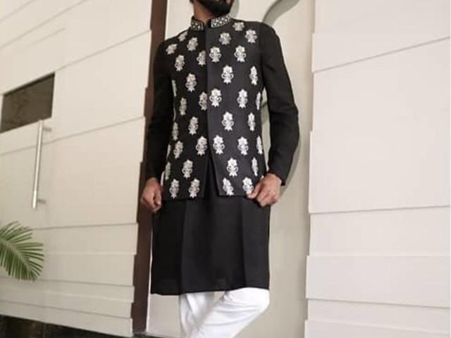Different Black Kurta Pajama Designs For Men That Are Trending