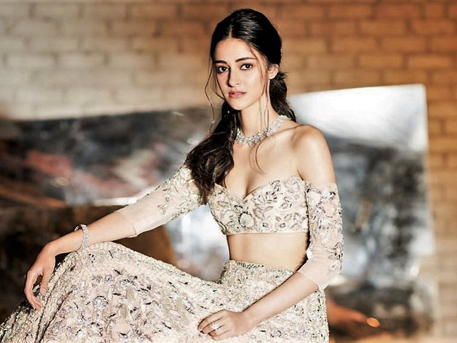 6 Lehenga Blouse Designs By Manish Malhotra That Are Definitely His Best Yet