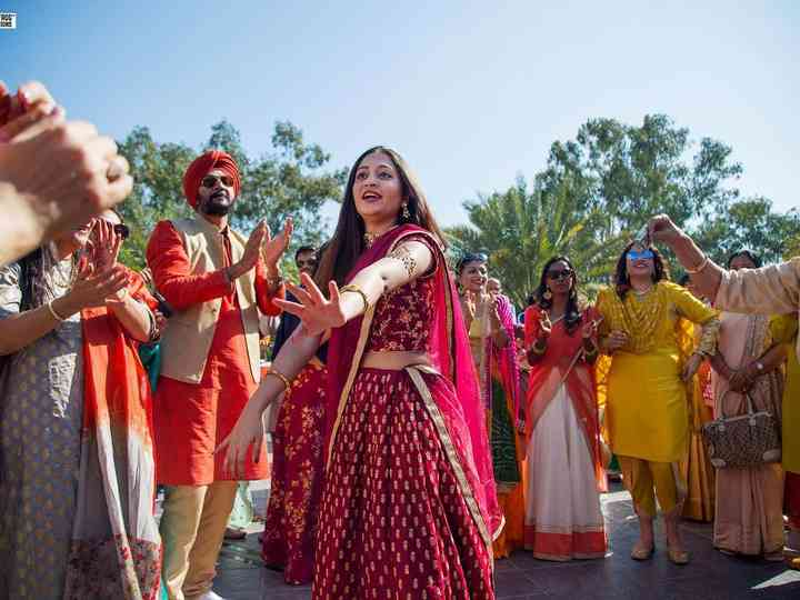 30 Mehndi Songs Perfect for Your Mehndi Party Playlist