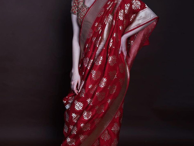 Look Hot in a Red Saree With Golden Border This Wedding Season