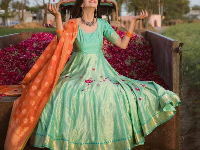 Slay the Traditional Look With These Banarasi Suit Designs!