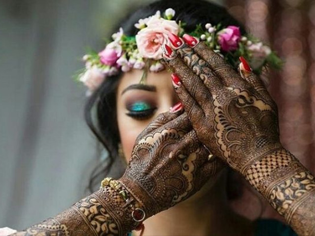 Try These 5 Hacks to Darken Your Mehndi Naturally