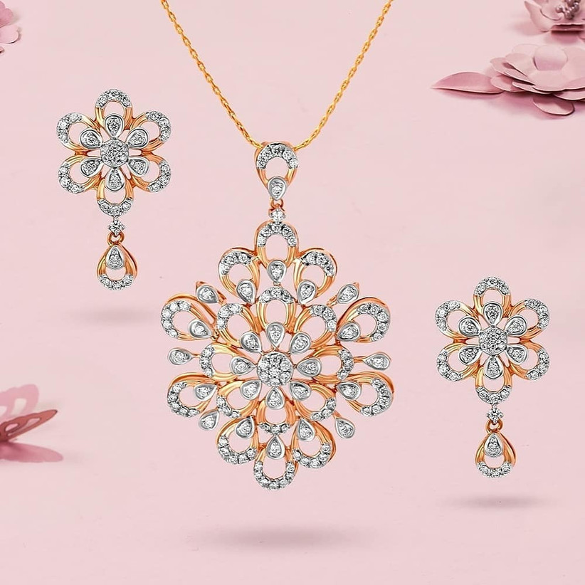 Different Types Of Diamond Necklace Sets That Can Help You Complete Your Reception Look
