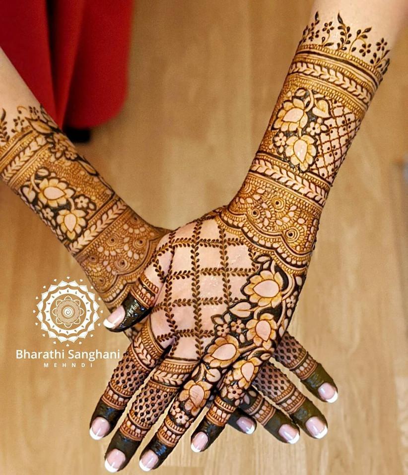 Beautiful Floral Back Hand Mehandi Design