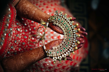 Get Funky! Rush to These Contemporary Jewellery Shops in Delhi and Add to Your Rustic Jewel Collection