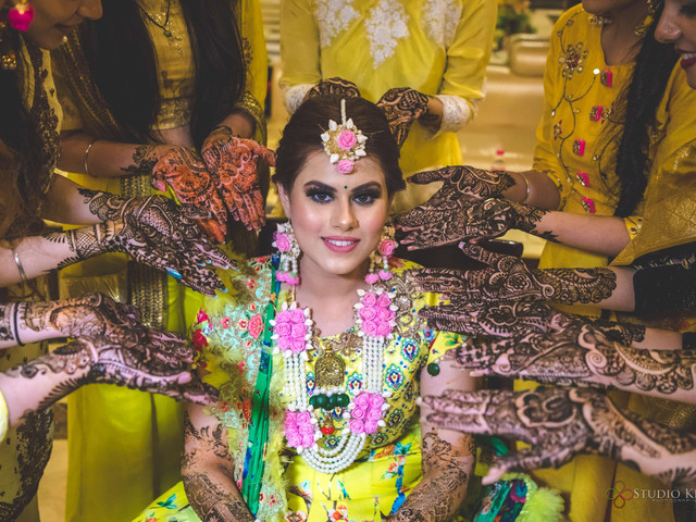Easy Arabic Mehndi Inspiration for the Bridesmaids to Look Effortlessly Chic While You Save Time