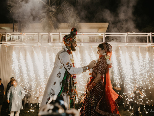 #DeepVeer and #SonamKapoor Inspired Wedding! This Bride Just Nailed the Bollywood Theme Game on Her Big Day