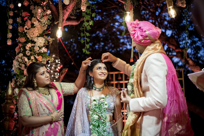 Dulha putting vermillion on the bride