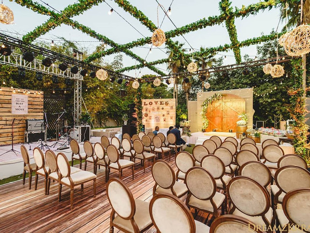 Latest & Beyond Ordinary Wedding Seating Ideas for Couples & Guests