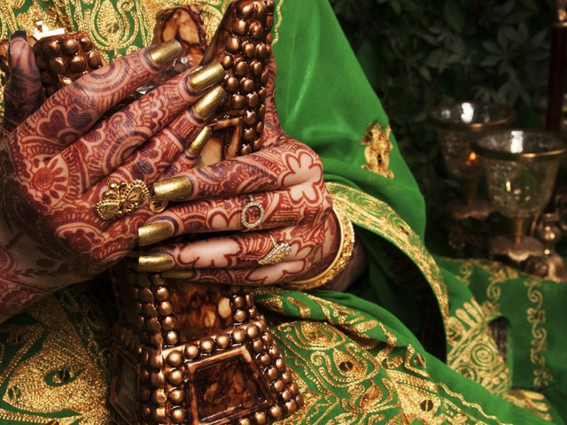 Simple and Easy Mehndi Designs for Hands Step-by-step Guide That Will Help You Apply Mehndi on Your Sister!