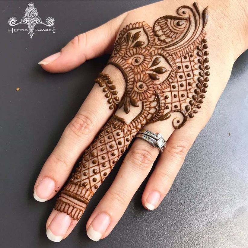 simple mehndi design backhand