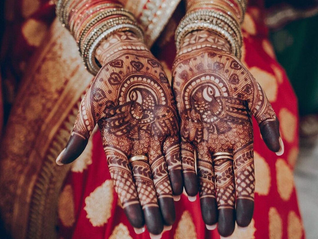 10 Peacock Mehndi Designs to Grace Your Hands & Feet in Weddings