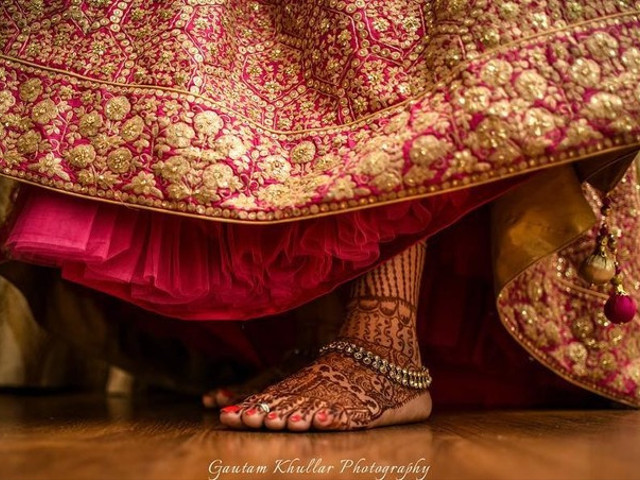 Here's Why You Need To Invest In A Gold Payal This Wedding Season!