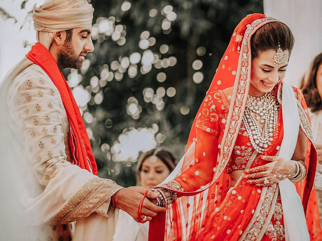 Red and White Wedding Ideas for a Dreamy Wedding Ambience
