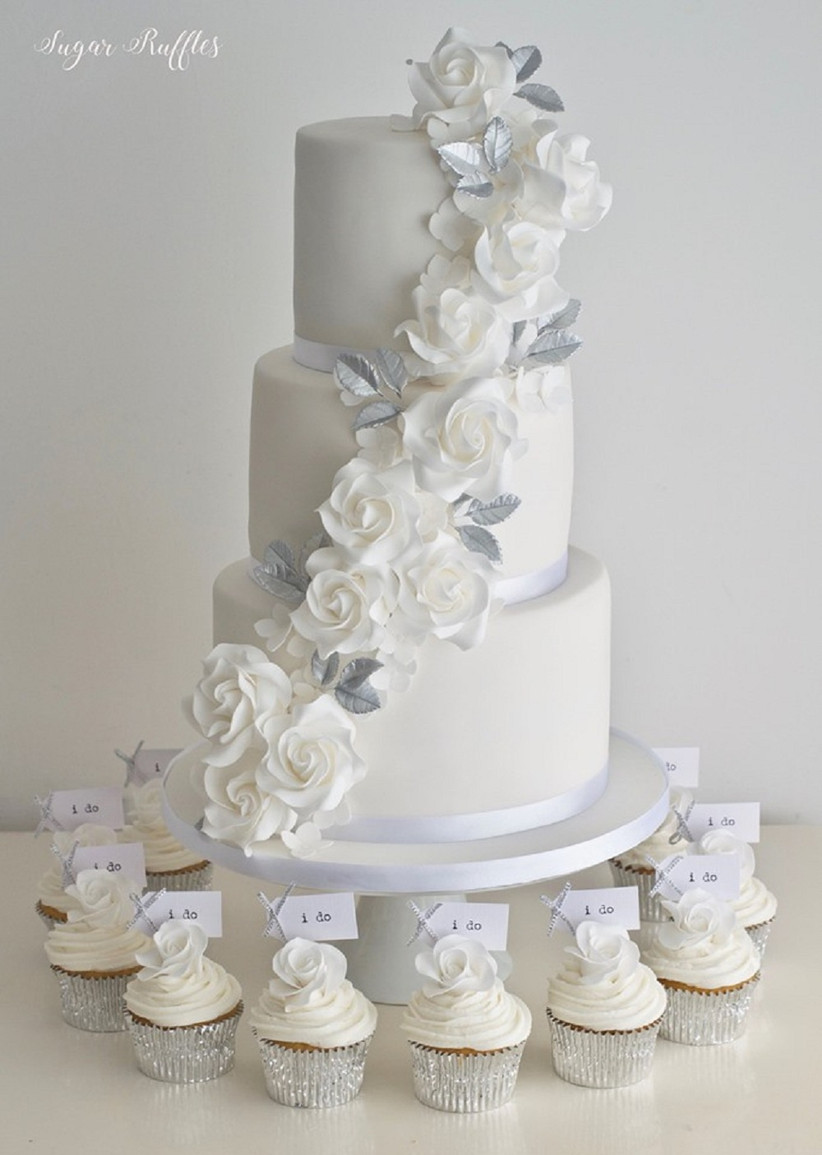 9 Happy Wedding Anniversary Cake Images In White For Pure Elegance