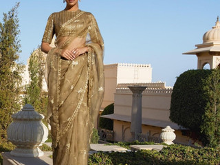 13 Fancy Sarees with Blouse Designs That Are Stylish and Perfect This Wedding Season