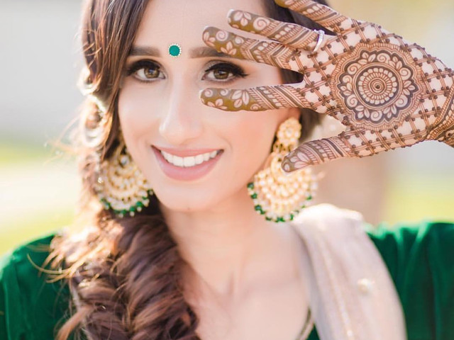 Swag it up! Select A Stylish Mehndi Design For Your Palms With These Steps