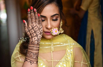 Simple Designs of Some Spectacular Mehndi Art on Palms & Feet