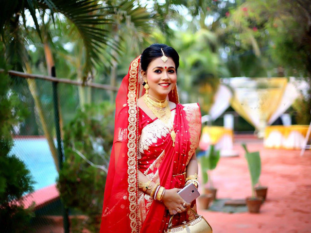 Drape Elegance! 6 Real Brides Rocking The Bengali Saree Look, And Fashion Tips For All The Inspiration You Need