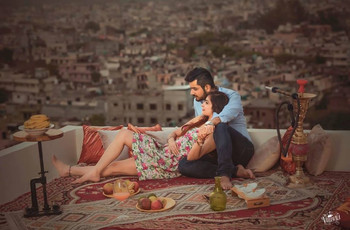 14 over the Top and Creative Couple Photoshoot Poses That You Would Remember for Life