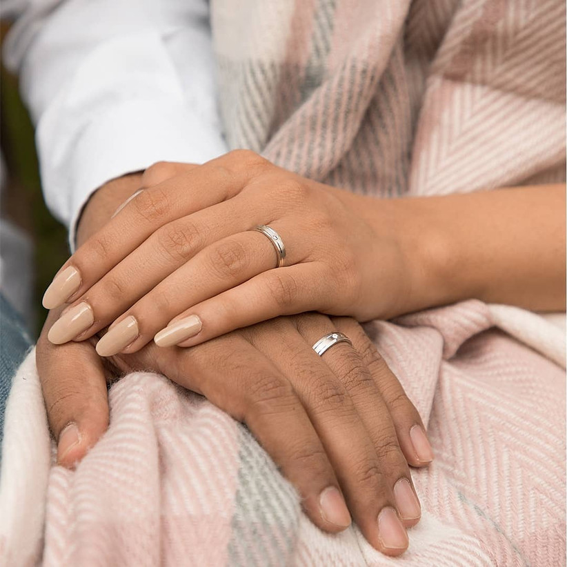 A Bunch of Classy Platinum Rings for Couples to Steal the Show