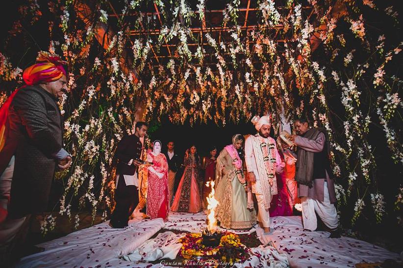 couple taking 7 Vows of hindu wedding