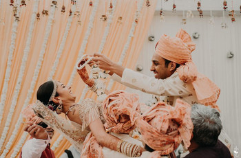 11 Quirky Candid Wedding Photos And Ideas For Your D-Day