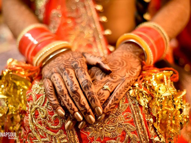 15 Fantastic Simple Easy Mehndi Designs That Works Wonders for the Bride and Her Girl Gang