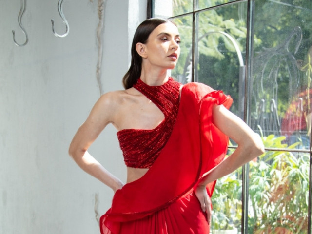 Sexy & Sultry One-shoulder Blouse Designs for a Glamorous Look