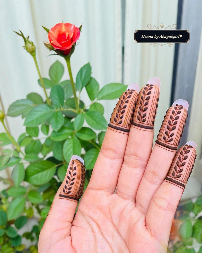 simple mehndi for fingers