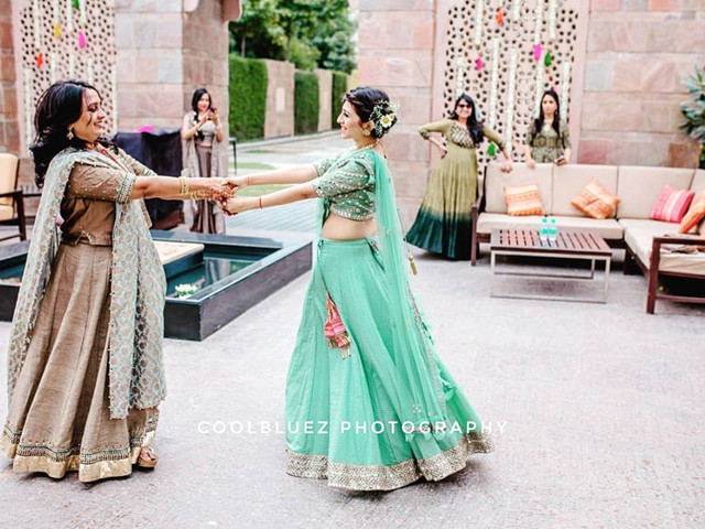 8 Dance Tutorials for Easy Dance Steps for Indian Wedding You Need Before to Get Your Hands on Before Your Sangeet Night