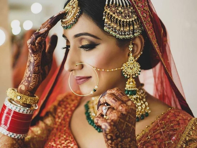 Unique Jhoomar Designs of This Wedding Season to Complete the Look