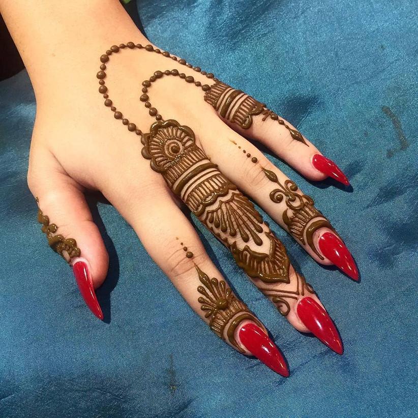 back hand short mehndi design
