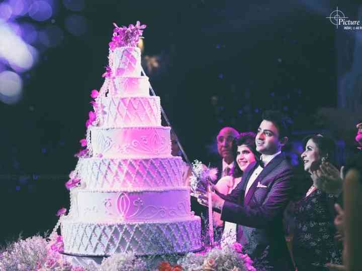 Browse Through These Wedding Anniversary Cake Pictures for Some Major Goals!