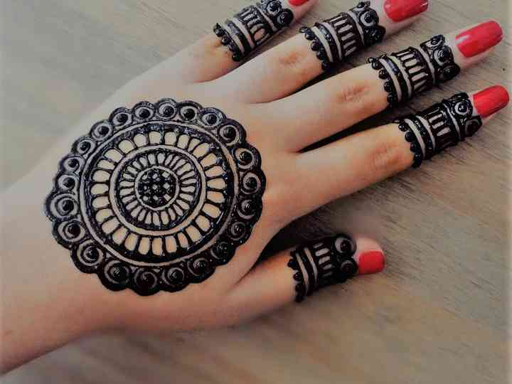 Simple Finger Mehndi Designs to Get a Minimalistic Yet