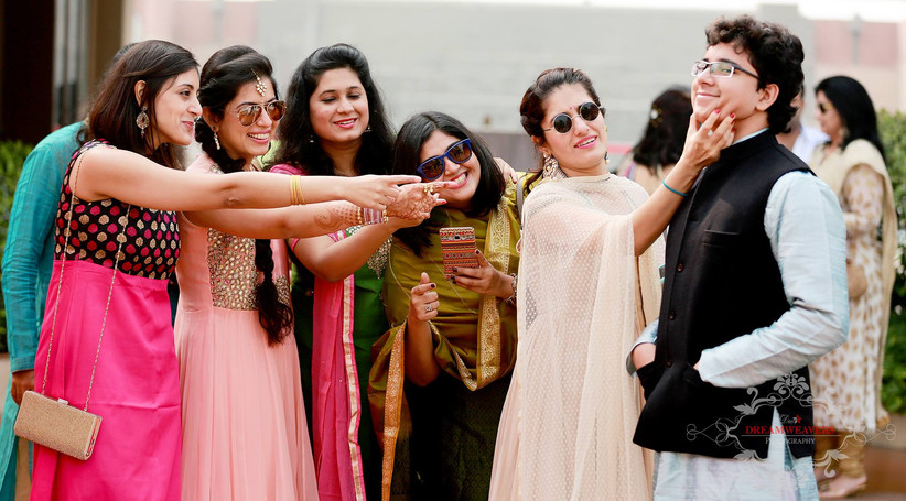 Indian Wedding Poses That Scream Bridesmaids Groomsmen Only Check Out For Some Inspiration